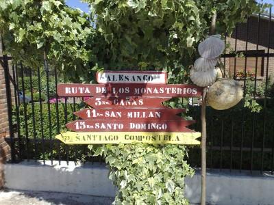 Útjelző tábla zarándokbottal - El camino