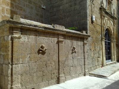Halálfejek egy templom oldalán - Castrojeriz