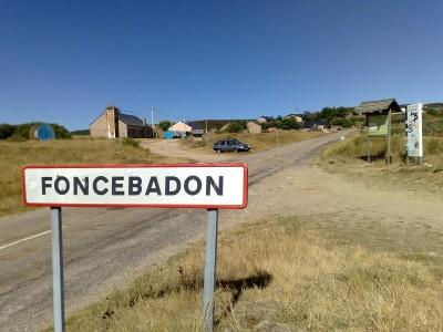 A vaskereszt (cruz de ferro) előtti település eleje
