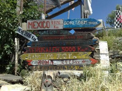 Ugyanitt, Manjarinban kilométerjelzők - valaki vihetne egy Budapestes táblát...