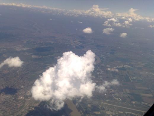 Felhők takarják el a kilátást. Nem egy gyakori látvány. :-)